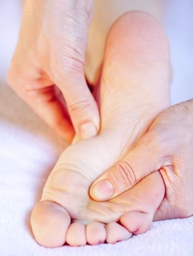7 Effective Home Remedies to Reduce Swelling in Feets