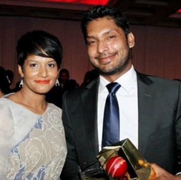 Srilankan Cricketers and their wives pictures